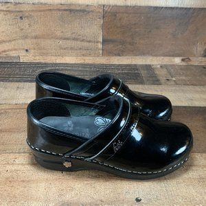 Sanita Black Patent Leather Nurse Clogs SZ 37/6.5